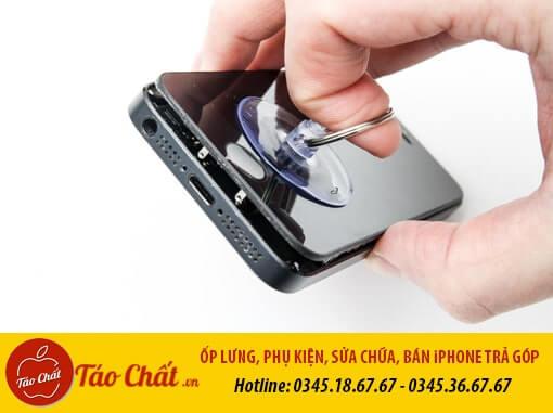 Quy trình thay màn hình điện thoại iPhone tại Táo Chất